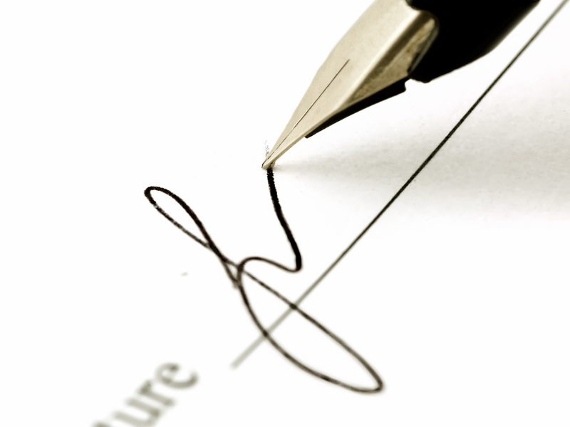Requalification d'un CDD en CDI pour défaut de signature